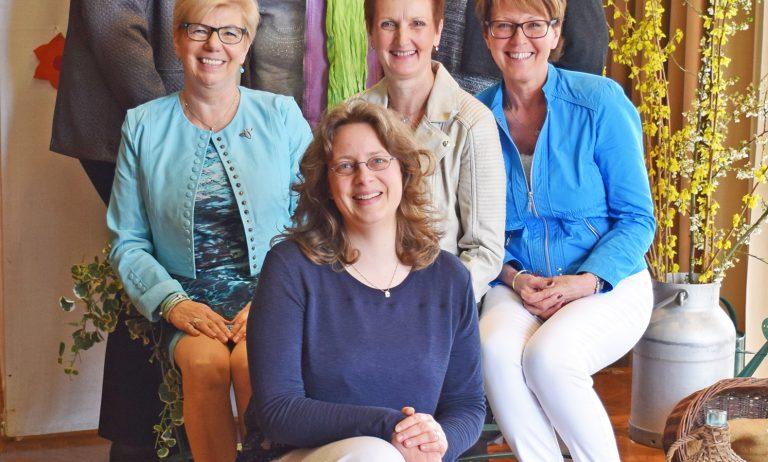 li. nach re. Tanja Strohmer, Beate Stroh, Susanne Spatz, auf der Bank sitzend Ingrid Heller, Monika Butzmann, Gundi Heckmann, vorne Simone Spors.