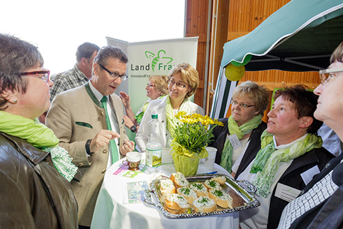 20.05.2016, Schlat: Minister Peter Hauk besucht am Tag des Offenen Hofes den Hof Glaser in Schlat.