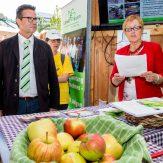 """Eröffnung der Ausstellung """"Make Fruit Fair"""" mit Peter Hauk MdL, Minister für Ländlichen Raum und Verbraucherschutz Baden-Württemberg und Marie-Luise Linckh, Präsidentin des LandFrauenverbandes Württemberg-Baden e.V."""