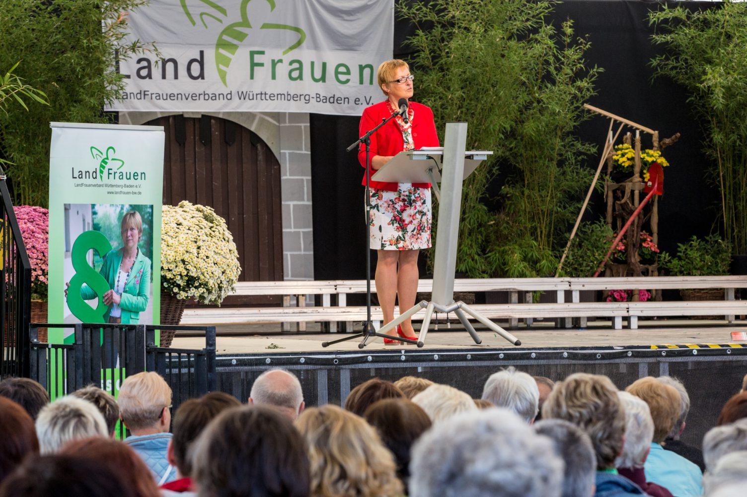 Präsidentin Marie-Luise Linckh eröffnet die Veranstaltung