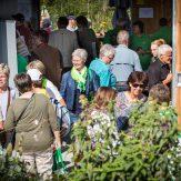 """Viele Besucher bei der Ausstellung """"Make Fruit Fair"""""""