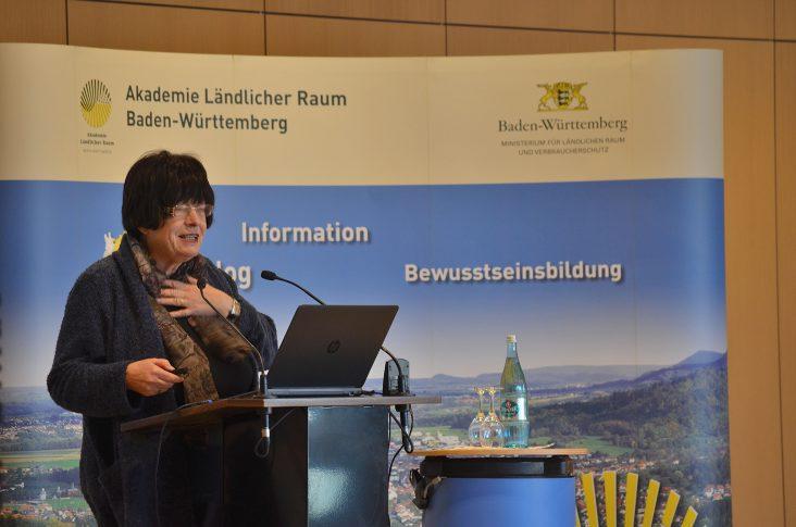 """Staatsrätin Gisela Erler betonte """"Baden-Württemberg hat traditionell eine besonders aktive und empathische Bürgerschaft. LandFrauen leisten als Multiplikatorinnen vor Ort eine herausragende Arbeit, um das Gesicht unserer Gemeinden positiv zu verändern."""