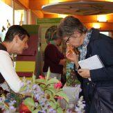 """Auf dem """"Markt der Möglichkeiten"""" erhielten Besucherinnen und Besucher am Nachmittag einen Einblick in die vielseitige Arbeit der Fachberaterinnen für Bienenprodukte."""