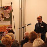 """Der Geschäftsführer des Naturparkzentrums Dietmar Gretter kündigte für 2018 eine Wechselausstellung zum Thema """"Bienen und Bienenprodukte"""" an."""