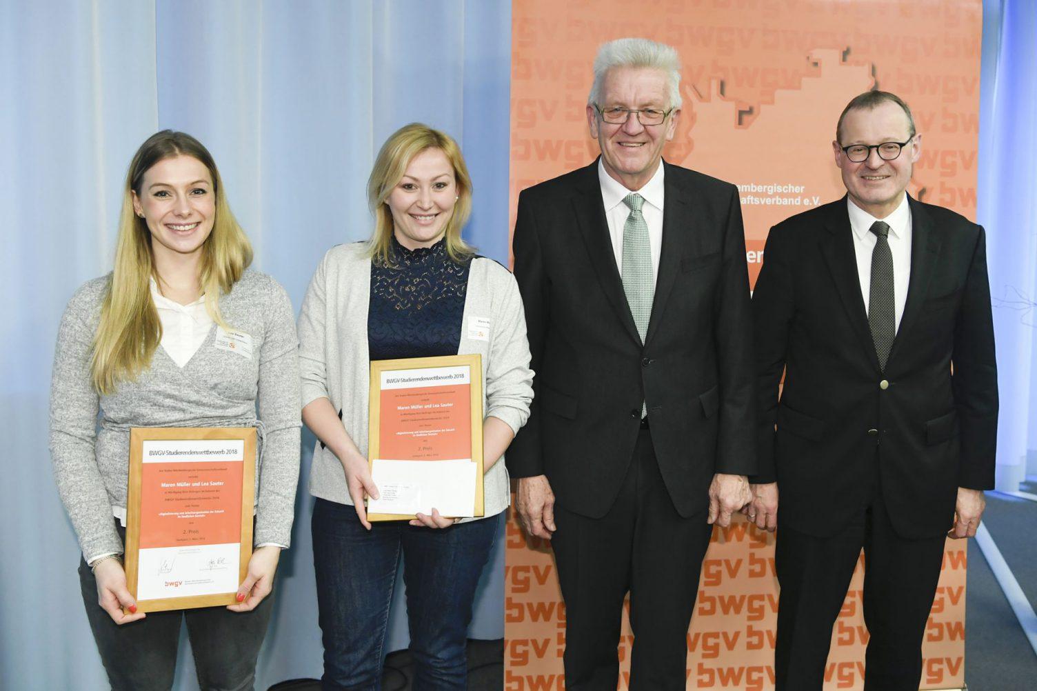 v.l.n.r: Lea Sauter, Maren Müller, Ministerpräsident Winfried Kretschmann und Präsident Dr. Roman Glaser. Foto: Baden-Württembergischer Genossenschaftsverband (BWGV)
